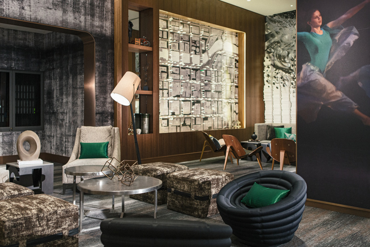 Getaway To Downtown Chicago - Renaissance Chicago - Library | Naturally Stellar